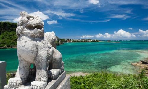 沖縄の海ー海とシーサー