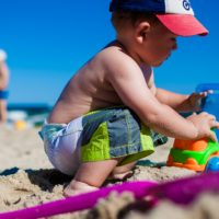 砂浜と子供