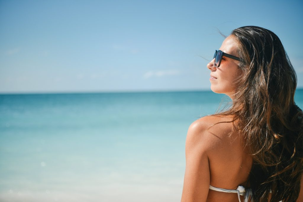 ビーチにおすすめのサングラスとは
