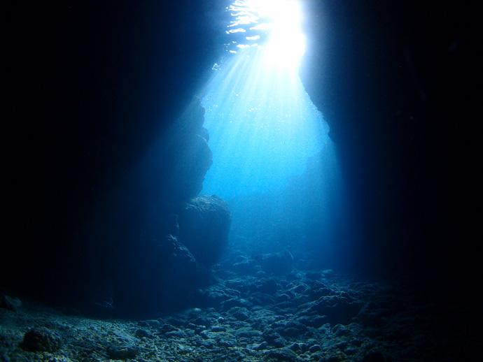 沖縄本島で人気のダイビングスポット 真栄田岬