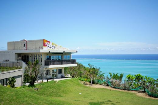 沖縄で人気のオーシャンビューレストラン Cafeやぶさち