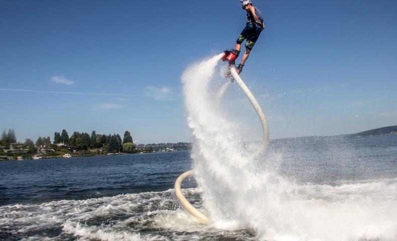 爽快感とスリルの虜に!空中浮遊を楽しむフライボードの魅力に迫る