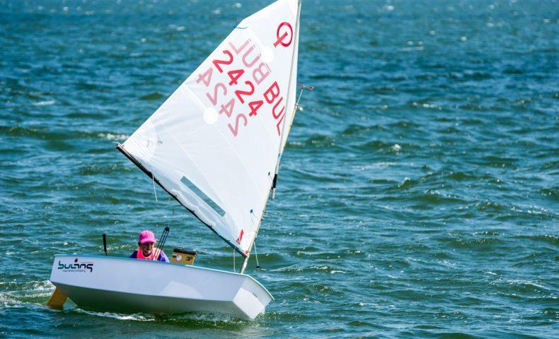 大人がハマるマリンスポーツ!小型ヨットで海と風を全身で感じよう