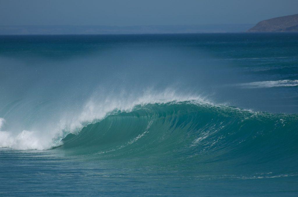 サーフィン 波に巻き込まれた事故