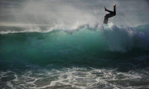 サーファーが知っておくべき、サーフィンでよくある事故とその対応策