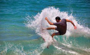 少しでも早くサーフィンが上達するために抑えておくべき10のコツ