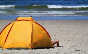海水浴におすすめ!ビーチの強い日差しを寄せ付けないおすすめビーチテント10選