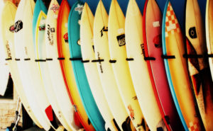 サーフボード選びで知っておくべきポイントと人気ブランド7選