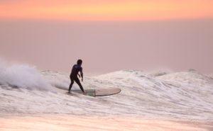 サーフィン初心者のためのレギュラーとグーフィーの違いについて